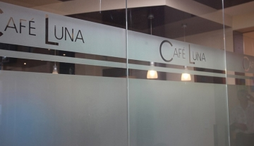 700x450-crop-90-cafe_luna_6.jpg